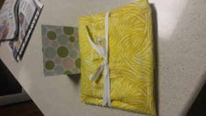 I got my Quilty mail on Friday and just now have time to post pictures. I LOVE my hexagon bag. I jus